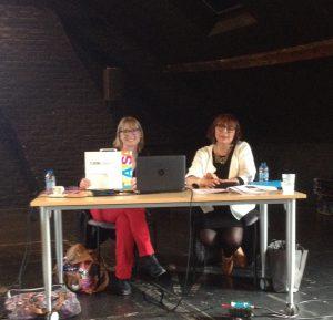Catherine Coppin et Laurence Bruchet présente la mallette TEATSA