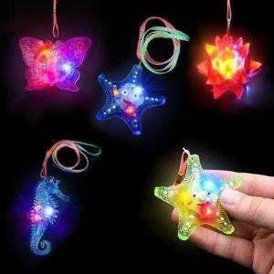 Colliers clignotants en forme d'étoile, papillon ou hippocampe